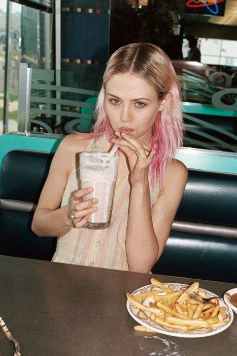 Foodista Tumblr Tuesday Ladies Eating Burgers