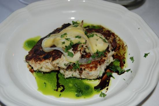 Crab cakes at Newmans 988