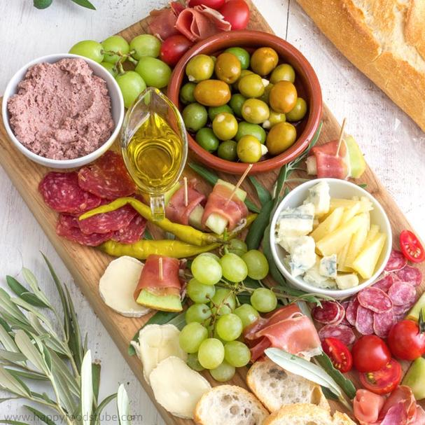 Simple Mediterranean Antipasta Platter