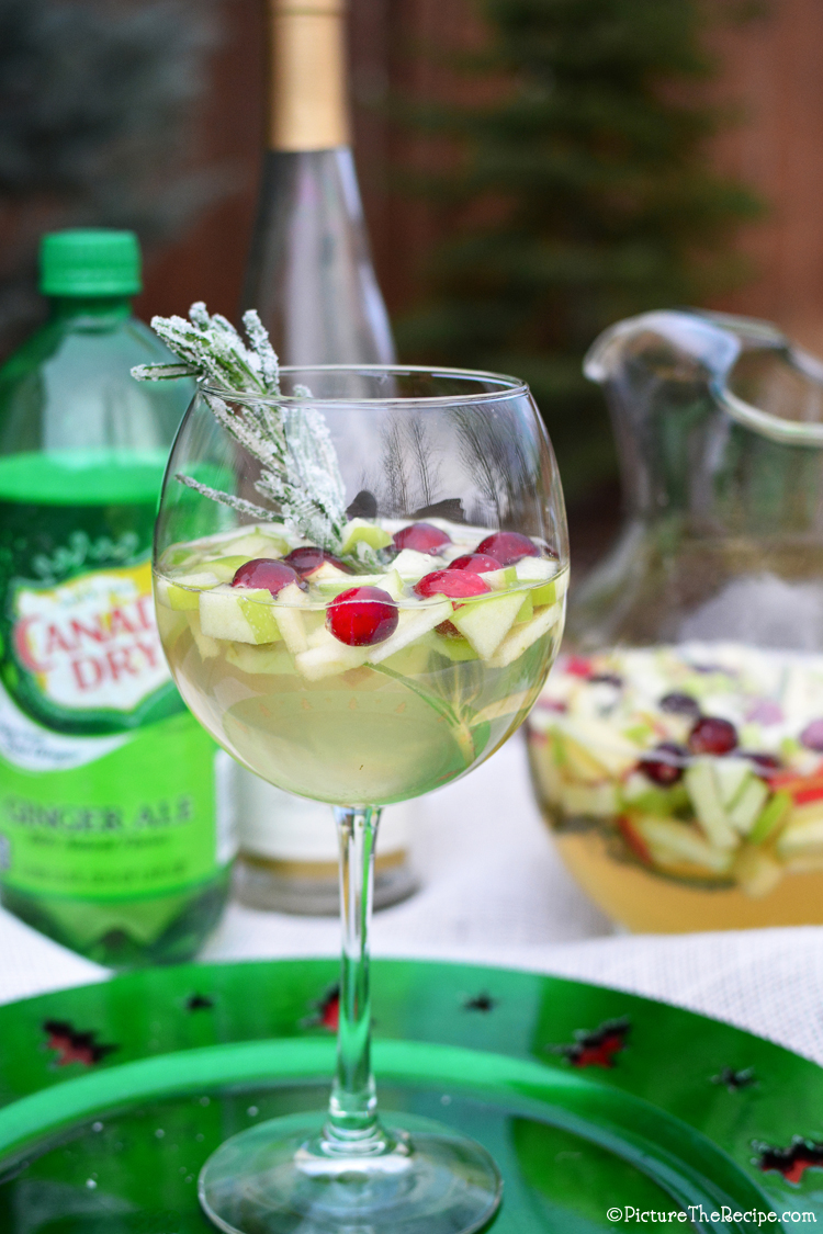 Foodista boozy cocktails to ring in the new year for Cocktail recipes with white wine