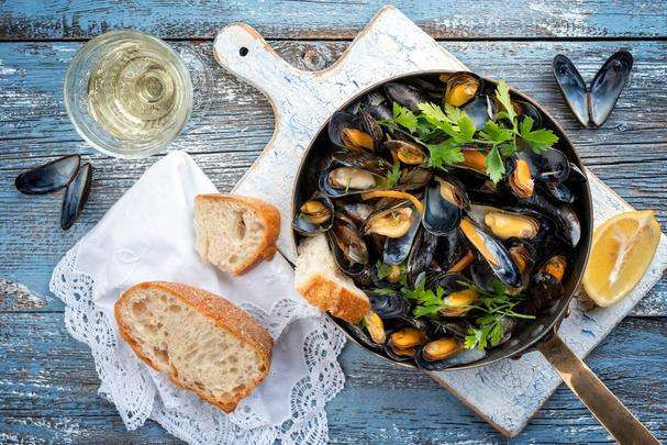 Mussels in white wine and garlic