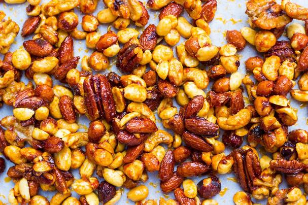 Sriracha and Maple Roasted Mixed Nuts
