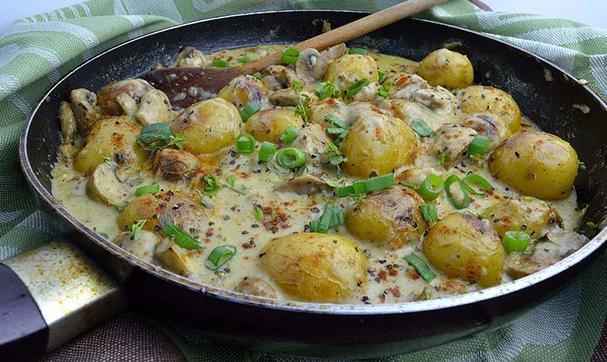 Baby Baked Potatoes in Mushroom Sauce