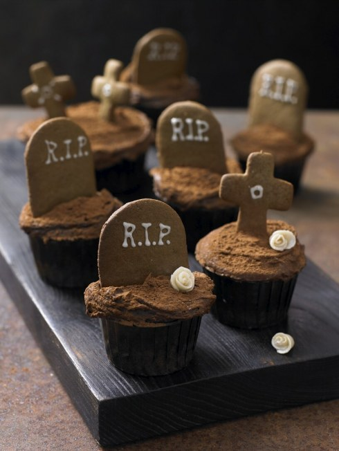 Gingerbread Graveyard Cupcakes