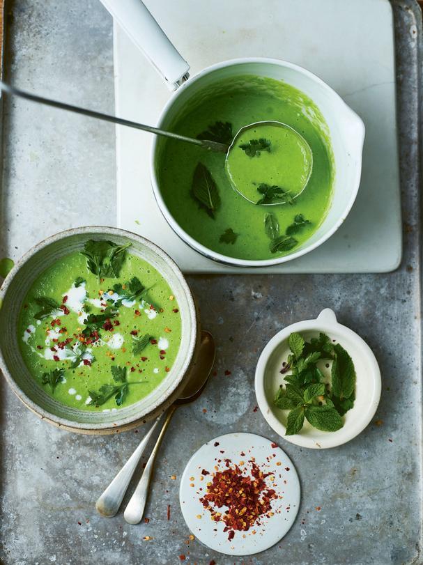 15-Minute Vegan Herby Pea Soup