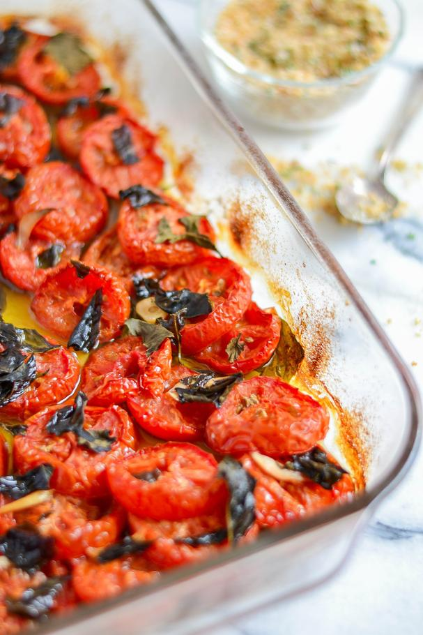 Slow-roasted tomatoes with garlic and Basil